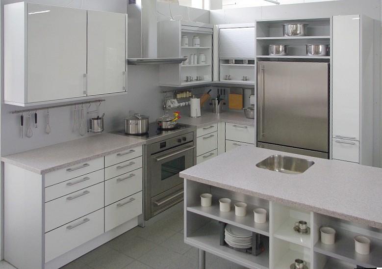 Küche In L Form, Acryl Hochglanz Fronten Weiß, Kücheninsel Mit Spüle Und  Corian