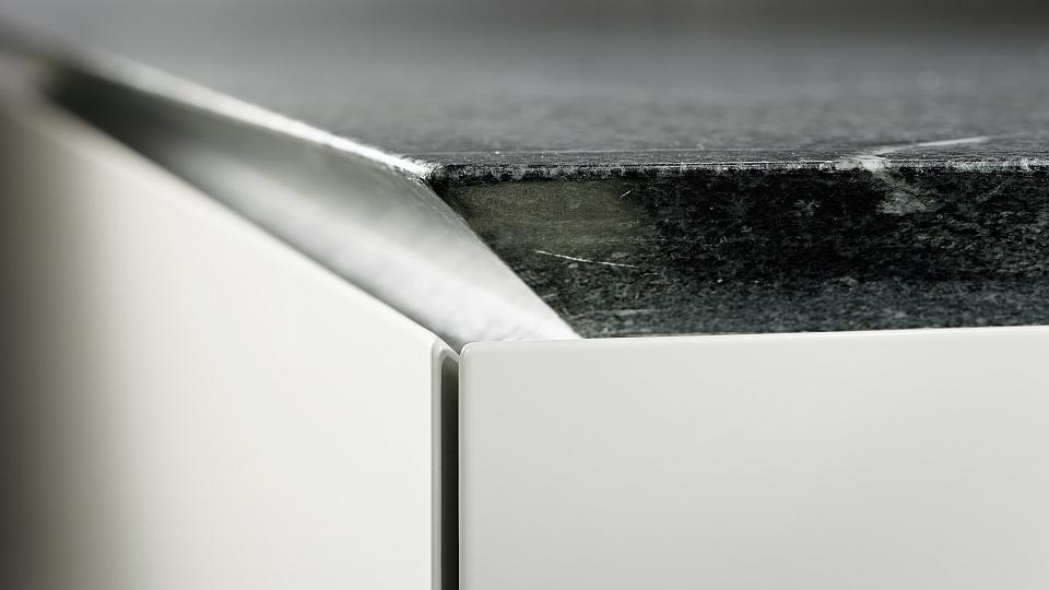 Exklusive Luxusküchen / Designerküchen mit Oberflächen aus mit ...