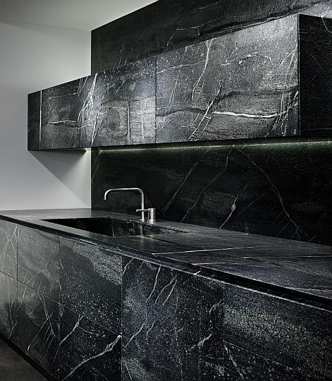 exklusive luxusk chen designerk chen mit oberfl chen aus mit oberfl chen aus speckstein und. Black Bedroom Furniture Sets. Home Design Ideas