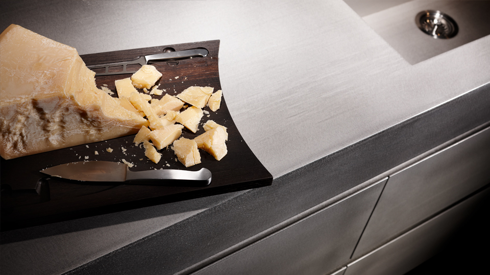 Eggersmann Küche: Inselblock Massiver, Warmgewalzter Edelstahl Oberfläche  Silver Touch, Hochschränke Furnier Eiche