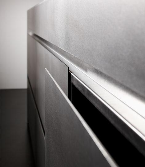 ... Eggersmann Küche: Inselblock Massiver, Warmgewalzter Edelstahl  Oberfläche Silver Touch   Detail Schubladen
